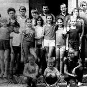 Залесский Олег Львович со своими воспитанниками у входа в спортзал школы №15