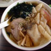 「足利麺」の「ひもかわラーメン」