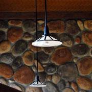 レトロな雰囲気の照明にハロゲンランプが