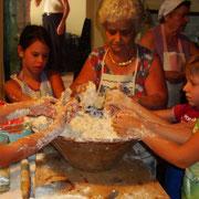 L'impasto di gruppo con nonna Ginettina