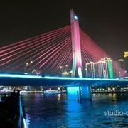 広州大橋も時間と共にライトアップの色が変わります [2010/11/28]