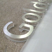 polierte Laserkante - Plexiglas mit Edelstahl