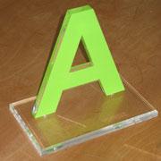 Pokal oder Award aus transparenten und farbigem Acrylglas mit polierter Laserkante