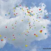Bunte Ballons über Bremen