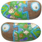 """""""il Pesce di Enrico"""" acrilici su sasso raccolto in riva al mare  cm4x2"""