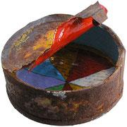 """""""Dentro"""" acrilici e carta giornale su ferro arrugginito cm7,5x6  """" l'Attesa consuma il contenitore non il contenuto."""""""