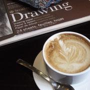 コーヒー、紙、色鉛筆 で 今日も描きます。
