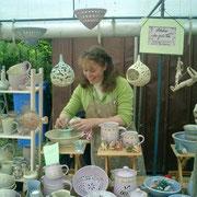 Connie Kielinger auf dem Keramikmarkt