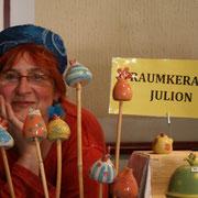 Julia Arnold am Stand