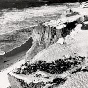 Schnee am Kliff, Kampen 1963