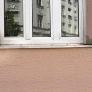 Ausrichten und Verputzen einer Fensterbank