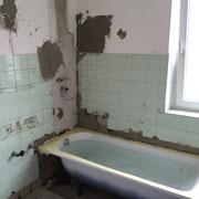 Ausbessern der Wände in einem Bad