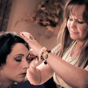 Die Ulla Halan macht die Braut schön