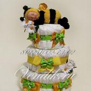 """Подарок ребёнку. Торт из памперсов """"Малышка Пчёлка """""""