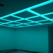 Akustikdecke StoSilent Distance, Würfelelemente mit Beleuchtung über Schwimmbecken