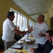 Gunter Anders wird für 10 jährige Mitgliedschaft geehrt.