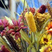 Diese schönen Kunstblumen begrüßten uns am Morgen im Hotel.