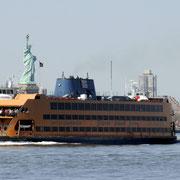 Lady Liberty und eine ihrer treuen Begleiterinnen.