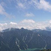 2011年8月_富士の折立黒部湖を望む