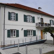 Pfarrhaus Hitzendorf  - Fenster Balken und Fassadenanstrich