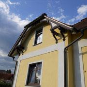 Gedämmte Fassade mit Lotusanbeschichtung und Holzanstrich