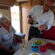 Champagne au c-car pour l'anniversaire de Nicole