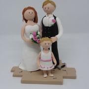 Tortenfigur Brautpaar mit Zimmermann und Kind