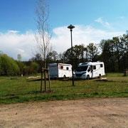 Wohnmobilparkplatz am Stadtrand für 10 Euro (24 Stunden) + je 2 Euro Kurtaxe