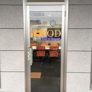 千葉県富里市看板製作 ㈱POD様  ガラスマーキングサイン デザイン、製作、施工