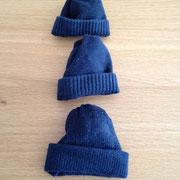€ 0,50 voor deze drie mutsjes gemaakt van sokken