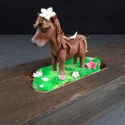 Pferd, stehend, handmodelliert