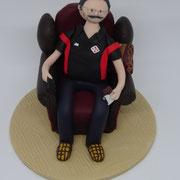 Tortenfigur sitzend im Sessel