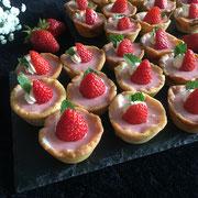 Erdbeeren Panne Cotta Tartelettes