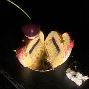 Vanilletörtchen mit Kirschen und Pistazien