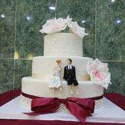 pastel boda con flor vino