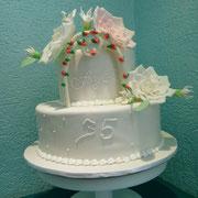 pastel boda aniversario con flores