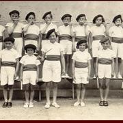 Fête des Écoles du 29 mai 1938 - Les Mirlitons en haut : Paul Lajus - Jean Peyrusaubes - Paul Destandau - André Cazenave - Henri Larrodé - Paul Vergès - Raoul Lafourcade - Renée Bibé - Dédée Larrodé - Odette Dasquet rang en bas : Loulou Paulin - Fernand L