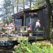 Die Hütte und der Teich