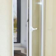Quadragard® Integral montiert auf einer Fenster/Balkontür
