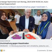 Schalom Aleikum Würzburg: Vorstandsmitglied Büsra Tascan im Gespräch mit Dr. Schuster (Präsident des Zentralrats der Juden) und der Erzieherin Seyma Akdeniz