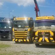 links im Bild: Kundenfahrzeug MAN TGX 18.500 von Baggervermietung Thurgau