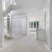 uitzicht vanuit de keuken naar de woonkamer