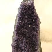 実際の色合いはこのような濃い紫です。