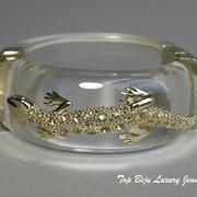 П-1214. Браслет из люцита от американского дизайнера Джоан Бойс, люксовая коллекция. Позолота 24К, люцит, камни Сваровски, отлично сидит на запястье.