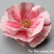 """П-809. Редчайшая коллекционная брошь от американской компании """"Трифари""""(описание марки в разделе Имена). Идеальная сохранность,ювелирный сплав покрыт нежной эмалью,эффект живого цветка.Диаметр 6 см"""