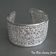 П-953. Серебряный ажурный браслет ручной работы от известного дизайнера Ишария. Тончайшая ювелирная работа, Ссеребро925, родиевое покрытие, предохраняющее от царапин и потемнения.