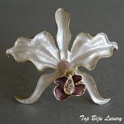 """П-1030. Новая американская брошь """"Орхидея"""". Позолота 18К, сатиново-перламутровая эмаль, камни . Размер 5.5х5см.ПОВТОР ПОД ЗАКАЗ"""