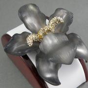 """П-1453. Брошь """"Orchid"""" от вcемирно известного ювелира Alexis Bittar. Позолота 24К, люцит, камни Swarovski. Полностью ручная работа, клеймо дизайнера."""
