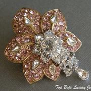 """П-902.  Брошь """"Утренний цветок"""" от американского дизайнера Нолана Миллера. Родиевое покрытие, камни Сваровски, подвижные капли-кристаллы. Размер 6х5см."""