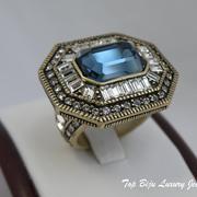 """П-1162. Коктельное кольцо """"Saphire"""" от дизайнера Хэйди Даус. Бронзированный сплав, декор CRYSTALLIZED™-Swarovski Elements.В наличии все размеры. Ручная работа, авторский дизайн."""